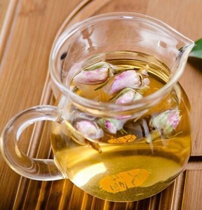 女性喝玫瑰花茶